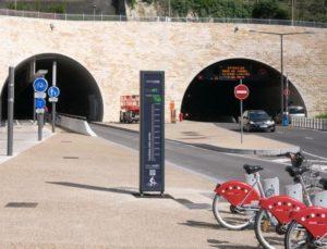 Pignon_sur_rue_totem_tunnel_modes_doux